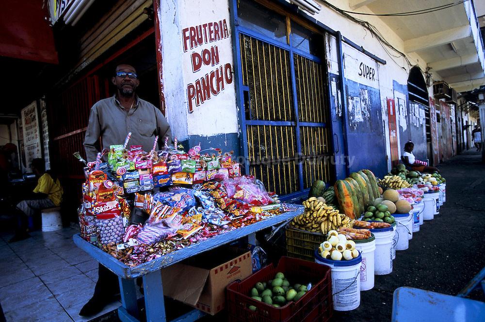 LE VENDEUR DE FRIANDISES, COLON, PANAMA