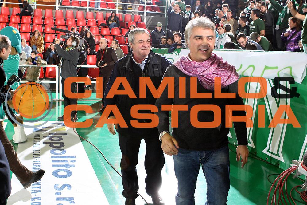 DESCRIZIONE : Avellino Lega A 2009-10 Air Avellino Pepsi Juve Caserta<br /> GIOCATORE : Vincenzo Ercolino Salvatore Dangelo<br /> SQUADRA : Air Avellino<br /> EVENTO : Campionato Lega A 2009-2010<br /> GARA : Air Avellino Pepsi Juve Caserta<br /> DATA : 19/12/2009<br /> CATEGORIA : Fair Play<br /> SPORT : Pallacanestro<br /> AUTORE : Agenzia Ciamillo-Castoria/GiulioCiamillo<br /> Galleria : Lega Basket A 2009-2010 <br /> Fotonotizia : Avellino Campionato Italiano Lega A 2009-2010 Air Avellino Pepsi Juve Caserta<br /> Predefinita :