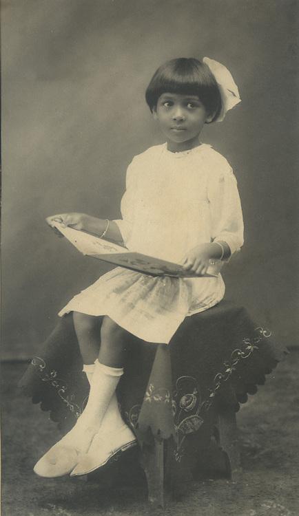 Chloe de Soysa Collection.