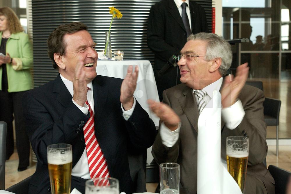 27 APR 2004, BERLIN/GERMANY:<br /> Gerhard Schroeder (R), SPD, Bundeskanzler, und Jann-Peter Janssen (R), MdB, SPD, aus dem ostfriesischen Wahlkreis Aurich-Emden, applaudieren dem &quot;Loppersumer Shantychor&quot;, waehrend dem Eroeffnungsabend der 1. kulinarischen Ostfriesland-Woche, Abgeordneten-Restaurant des Deutschen Bundestages, Rechstagsgebaeude<br /> IMAGE: 20040427-04-027<br /> KEYWORDS: Gerhard Schr&ouml;der, Regional-Marketing Norderfleisch, Parlamentarischer Abend, feiern, feiert