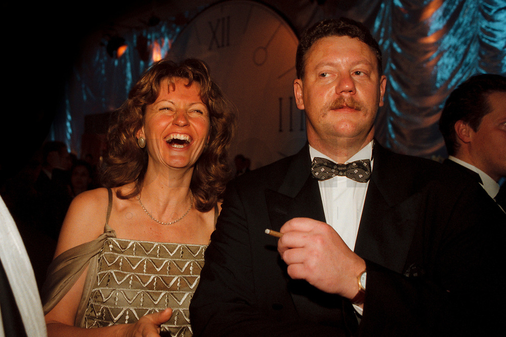 12 NOV 1999, BERLIN/GERMANY:<br /> Gunda R&ouml;stel, B90/Gr&uuml;ne Srecherin des Bundesvorstandes, und Ehemann Holger, auf dem Bundespresseball 1999, Hotel Intercontinental<br /> Gunda Roestel, Chairwomen of the Green Party, and Carsten Kuhlmann, at the Bundespresseball 1999<br /> IMAGE: 19991112-01/06-16<br /> KEYWORDS: ball, Frau, Freizeit, Gesellschaft, society, Spa&szlig;, Fun