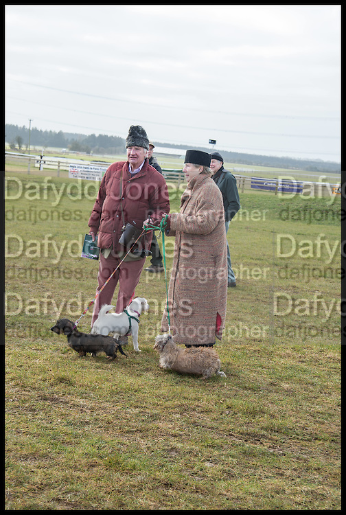 DAVID ABEL-SMITH; LUCY ABEL-SMITH, The Heythrop Hunt Point to Point. Cockle barrow. 25 January 2015