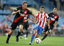 30.09.2010, Vicente Calderon Stadion, Madrid, UEFA EL, Atletico de Madrid vs Bayer 04 Leverkusen, im Bild Bayer Leverkusen's Stefan Reinartz against Atletico de Madrid's Simao Sabrossa during Europa League match. EXPA Pictures © 2010, PhotoCredit: EXPA/ Alterphotos/ Alvaro Hernandez +++++ ATTENTION - OUT OF SPAIN / ESP +++++