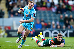 Perry Humphreys of Worcester Warriors goes past George Worth of Leicester Tigers - Mandatory by-line: Robbie Stephenson/JMP - 03/11/2018 - RUGBY - Welford Road Stadium - Leicester, England - Leicester Tigers v Worcester Warriors - Gallagher Premiership Rugby