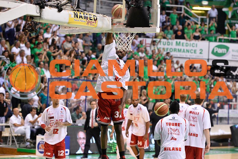 DESCRIZIONE : Campionato 2013/14 Finale GARA 4 Montepaschi Mens Sana Siena - Olimpia EA7 Emporio Armani Milano<br /> GIOCATORE : Gani Lawal<br /> CATEGORIA : Schiacciata Riscaldamento<br /> SQUADRA : Olimpia EA7 Emporio Armani Milano<br /> EVENTO : LegaBasket Serie A Beko Playoff 2013/2014<br /> GARA : Montepaschi Mens Sana Siena - Olimpia EA7 Emporio Armani Milano<br /> DATA : 21/06/2014<br /> SPORT : Pallacanestro <br /> AUTORE : Agenzia Ciamillo-Castoria / Claudio Atzori<br /> Galleria : LegaBasket Serie A Beko Playoff 2013/2014<br /> Fotonotizia : DESCRIZIONE : Campionato 2013/14 Finale GARA 4 Montepaschi Mens Sana Siena - Olimpia EA7 Emporio Armani Milano<br /> Predefinita :