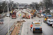 Nederland, Nijmegen 21-3-2010Werkzaamheden aan de weg. De A325 achter de Waalbrug richting Lent is het hele weekend afgesloten.De snelweg naar Arnhem wordt omgebouwd tot stadssingel van de gemeente Nijmegen. De nieuwe Prins Mauritssingel moet de vinexwijken, nieuwbouwwijken van de waalsprong in Lent en Oosterhout ontsluiten.Foto: Flip Franssen/Hollandse Hoogte