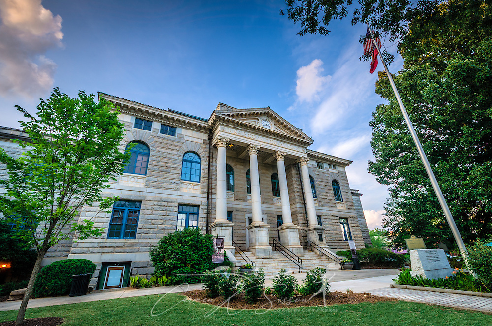 The old DeKalb County Courthouse, erected in 1898, now serves as the headquarters for the DeKalb Historical Society. The Neoclassical style building is made of granite gathered from nearby Lithonia. (Photo by Carmen K. Sisson/Cloudybright)