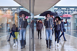 © Licensed to London News Pictures. 24/01/2018. LONDON, UK.  People on the South Bank get caught out by the weather as heavy rain falls in the capital.  Photo credit: Stephen Chung/LNP