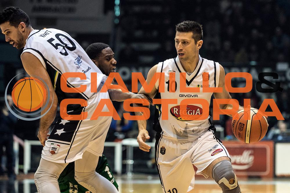 Daniele Cinciarini Mitchell Watt<br /> Pasta Reggia Juve Caserta - Sidigas Scandone Avellino<br /> Lega Basket Serie A 2016/2017<br /> Caserta 01/01/2017<br /> Foto Ciamillo-Castoria