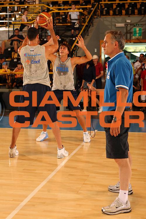 DESCRIZIONE : Bormio Ritiro Nazionale Italiana Maschile Preparazione Eurobasket 2007 Allenamento Preparazione fisica<br /> GIOCATORE : Luigino Sepulcri Matteo Soragna Marco Mordente<br /> SQUADRA : Nazionale Italia Uomini <br /> EVENTO : Bormio Ritiro Nazionale Italiana Uomini Preparazione Eurobasket 2007 <br /> GARA : <br /> DATA : 22/07/2007 <br /> CATEGORIA : Allenamento <br /> SPORT : Pallacanestro <br /> AUTORE : Agenzia Ciamillo-Castoria/E.Castoria<br /> Galleria : Fip Nazionali 2007 <br /> Fotonotizia : Bormio Ritiro Nazionale Italiana Maschile Preparazione Eurobasket 2007 Allenamento <br /> Predefinita :