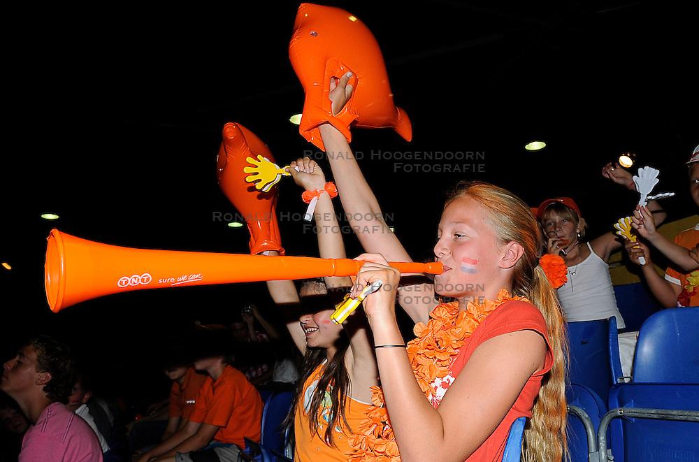 26-06-2010 VOLLEYBAL: WLV NEDERLAND - BRAZILIE: ROTTERDAM<br /> Nederland verliest met 3-1 van Brazilie / Support publiek fans Oranje vuvuzela<br /> &copy;2010-WWW.FOTOHOOGENDOORN.NL