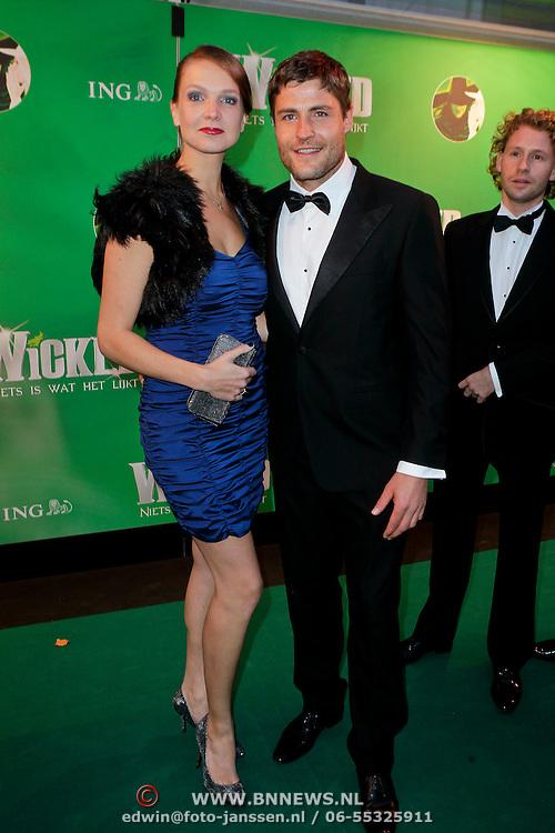 NLD/Scheveningen/20111106 - Premiere musical Wicked, Koert Jan de Bruijn en partner Charlotte Huiskamp