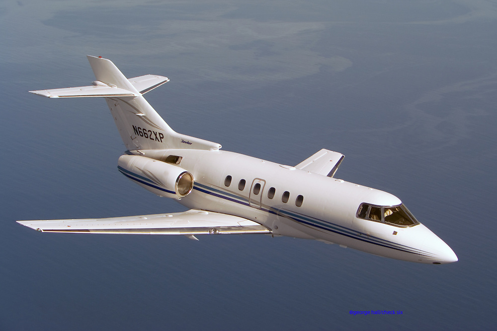 Hawker 800 in flight 3/4 view