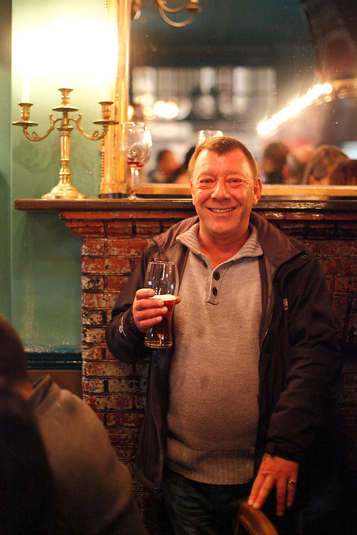 Dexter regular for 25 years. The KPH pub. Ladbroke Grove. London.<br /> <br /> Photo: Zute Lightfoot / lightfoot photo.com