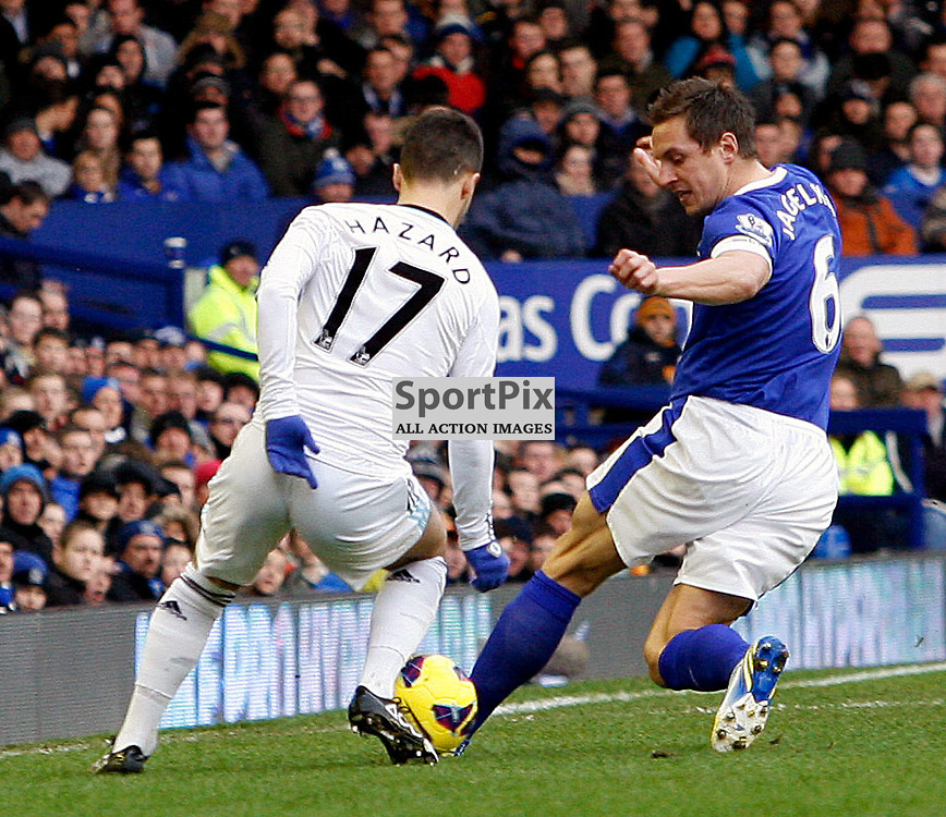 Edin Hazard trfies to get past Phil Jagielka