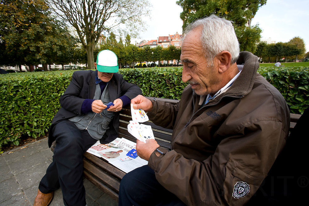BRUSSELS - BELGIUM - 14 OCTOBER 2008 -- Elderly men playing cards on a bench in a Brussels park. Photo: Erik Luntang/INSPIRIT Photo.