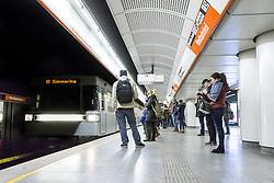THEMENBILD - Die Wiener Linien sind der städtische Verkehrsbetrieb der österreichischen Bundeshauptstadt Wien. Die U-Bahn-Linie U6 gehört dabei zum Netz der Wiener U-Bahn und verbindet den Bezirk Ottakring mit Bezirk Simmering, im Bild Fahrgäste warten auf die U-Bahn. Aufgenommen am 19. Februar 2017 // The Wiener Linien are the city traffic enterprise of the federal capital of Austria Vienna. The metro line U6 is part of the metro network of Vienna and connects Ottakring with Simmering, This picture shows passengers waiting for the metro, Vienna, Austria on 2017/02/19. EXPA Pictures © 2017, PhotoCredit: EXPA/ Sebastian Pucher