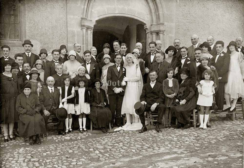 vintage 1929 group photo of groom and bride with families