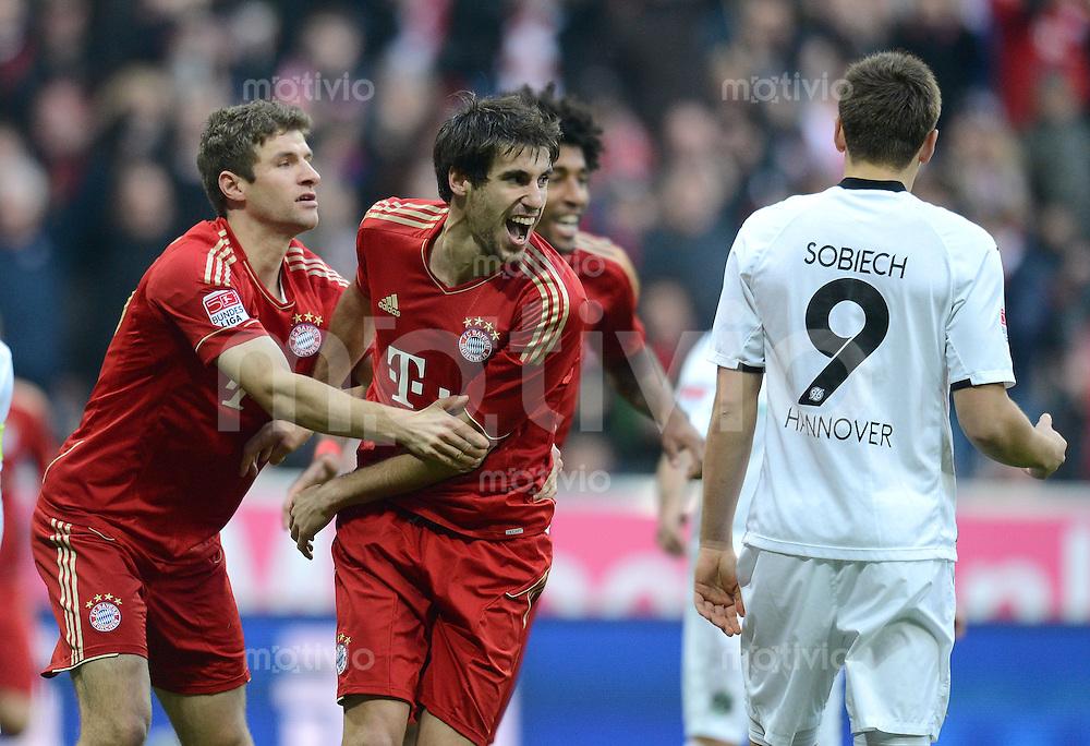 FUSSBALL   1. BUNDESLIGA  SAISON 2012/2013   13. Spieltag FC Bayern Muenchen - Hannover 96     24.11.2012 Jubel nach dem Tor zum 1:0 mit Thomas Mueller , Javi , Javier Martinez (v. li., FC Bayern Muenchen)