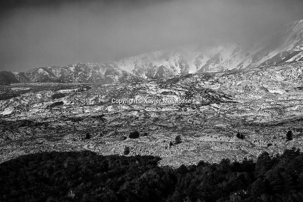 Une ancienne coulee de lave sur le flanc Sud Est de l'Etna, vue depuis un belvedere de la Valle del Bove.