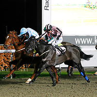 Welsh Inlet and William Twiston-Davies winning the 7.20 race