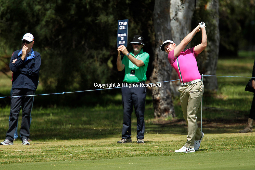 20.10.2013 Perth, Australia. Oliver Fisher (NZL) plays an approach shot during the final day of the ISPS Handa Perth International Golf Championship from the Lake Karrinyup Country Club.