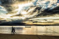 Por do sol na Ponta do Sambaqui, no distrito de Santo Antonio de Lisboa. Florianópolis, Santa Catarina, Brasil. / Sunset at Ponta do Sambaqui, at Santo Antonio de Lisboa district. Florianopolis, Santa Catarina, Brazil.