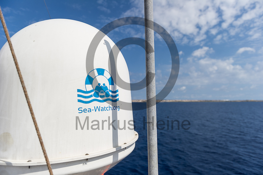 &quot;sea-watch.org&quot; steht am 21.09.2016 auf dem Fluechtlingsrettungsboot Sea-Watch 2 an der Kueste vor Lampedusa, Italien auf der Abdeckung einer Satellitensch&uuml;ssel. Foto: Markus Heine / heineimaging<br /> <br /> ------------------------------<br /> <br /> Veroeffentlichung nur mit Fotografennennung, sowie gegen Honorar und Belegexemplar.<br /> <br /> Publication only with photographers nomination and against payment and specimen copy.<br /> <br /> Bankverbindung:<br /> IBAN: DE65660908000004437497<br /> BIC CODE: GENODE61BBB<br /> Badische Beamten Bank Karlsruhe<br /> <br /> USt-IdNr: DE291853306<br /> <br /> Please note:<br /> All rights reserved! Don't publish without copyright!<br /> <br /> Stand: 09.2016<br /> <br /> ------------------------------