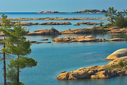 Precambrian Shield rock along Georgian Bay (Lake Huron)<br />