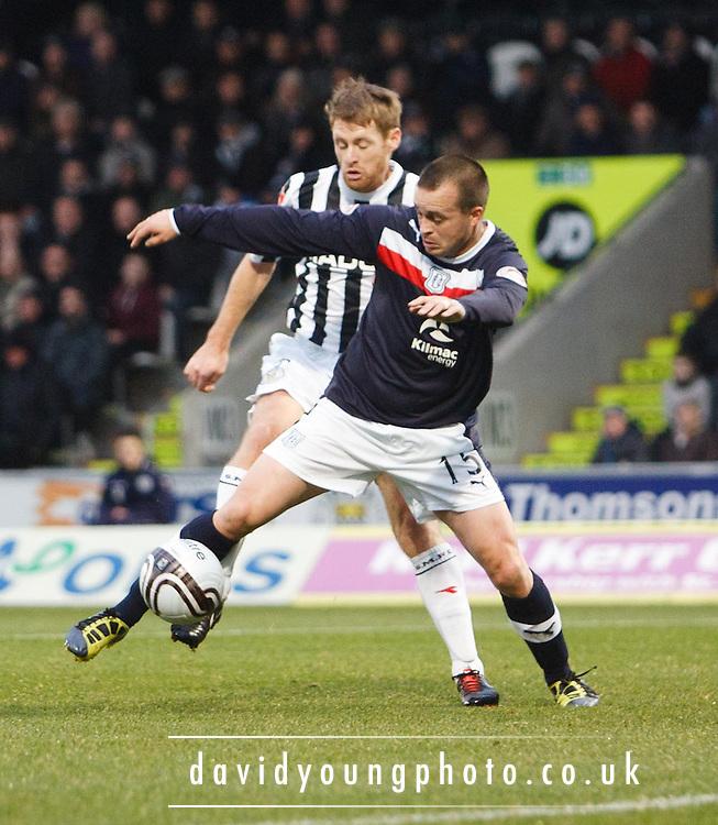 Dundee's Steven Milne and St Mirren's David van Zanten - St Mirren v Dundee, Clydesdale Bank Scottish Premier League at St Mirren Park.. - © David Young - www.davidyoungphoto.co.uk - email: davidyoungphoto@gmail.com