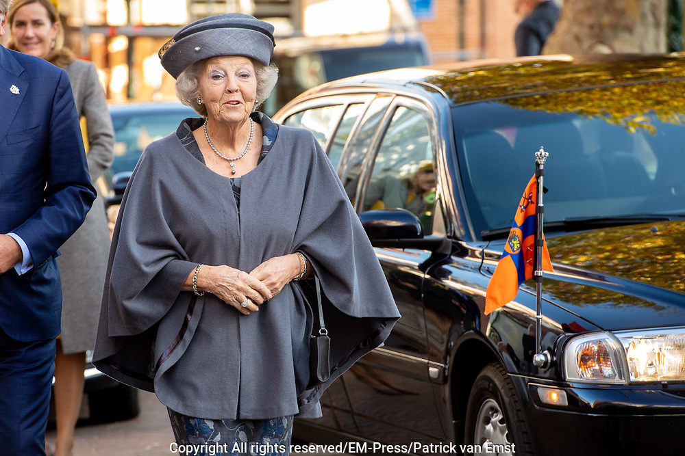 "Prinses Beatrix der Nederlanden woont  het symposium bij ter gelegenheid van het 50-jarig jubileum van stichting Biowetenschappen en Maatschappij. De bijeenkomst heeft het thema 'Wetenschap: veel meer dan een mening' en vindt plaats in Rijksmuseum Boerhaave in Leiden.<br /> <br /> Princess Beatrix of the Netherlands attends the symposium on the occasion of the 50th anniversary of the Biosciences and Society foundation. The meeting has the theme ""Science: much more than an opinion"" and takes place in Rijksmuseum Boerhaave in Leiden."
