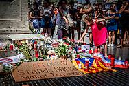 BARCELONA las ramblas Op promenade La Rambla ligt een bloemenzee ter nagedachtenis aan de slachtoffers van de aanslag waarbij met een busje werd ingereden op het publiek.anp robi n utrecht