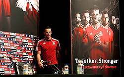 DINARD, FRANCE - Thursday, June 23, 2016: Wales' Gareth Bale arrives on stage for a press conference at their base in Dinard as they prepare for the Round of 16 match against Northern Ireland during the UEFA Euro 2016 Championship. (Pic by David Rawcliffe/Propaganda)