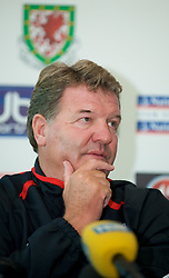 CARDIFF, WALES - Friday, October 10, 2008: Wales' manager John Toshack MBE during a press conference at the Vale of Glamorgan Hotel ahead of the 2010 FIFA World Cup South Africa Qualifying Group 4 match against Liechtenstein. (Photo by David Rawcliffe/Propaganda)