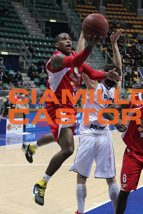 DESCRIZIONE : Bologna Lega Basket A2 2011-12 Conad Bologna Giorgio Tesi Group Pistoia<br /> GIOCATORE : Hardy Dwight <br /> CATEGORIA : tiro<br /> SQUADRA : Giorgio Tesi Group Pistoia<br /> EVENTO : Campionato Lega A2 2011-2012<br /> GARA : Conad Bologna Giorgio Tesi Group Pistoia<br /> DATA : 15/02/2012<br /> SPORT : Pallacanestro<br /> AUTORE : Agenzia Ciamillo-Castoria/M.Marchi<br /> Galleria : Lega Basket A2 2011-2012 <br /> Fotonotizia : Bologna Lega Basket A2 2011-12 Conad Bologna Giorgio Tesi Group Pistoia<br /> Predefinita :