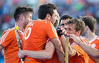 LONDEN -  Europees Kampioenschap Hockey 2015 in  London.  Nederland tegen Engeland (2-0).  Vreugde bij Oranje na de 1-0. midden Valentin Verga .  Copyright  KOEN SUYK