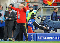 FUSSBALL EUROPAMEISTERSCHAFT 2008  Schweden - Spanien    14.06.2008 Trainer Luis ARAGONES (ESP) jubelt zum 2:1.
