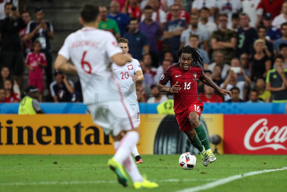 MARSELHA, FRANÇA, 30.06.2016 - PORTUGAL-POLONIA - Renato Sanches (D), de Portugal, em partida contra a Polônia válida pelas quartas de final da Eurocopa 2016, no Estádio Velodrome, em Marselha, nesta quinta-feira (30).