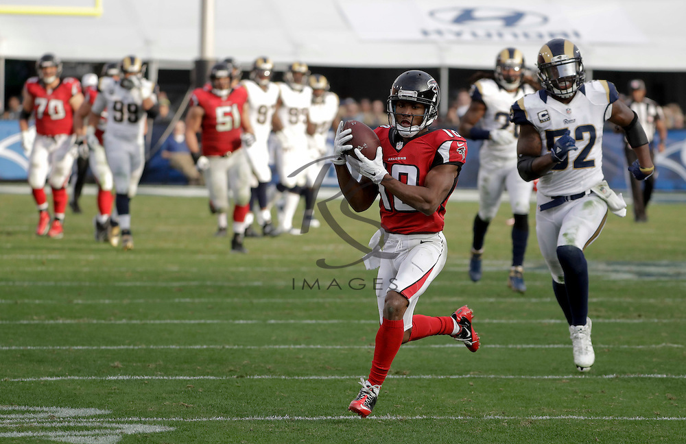 Atlanta Falcons wide receiver Taylor Gabriel runs for a touchdown during the second half of an NFL football game against the Los Angeles Rams Sunday, Dec. 11, 2016, in Los Angeles.(AP Photo/Rick Scuteri)
