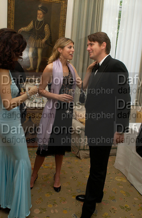 Vivia Ferragamo, Ilaria Ferragamo  and Salvatore Ferragamo. An Evening in honour of Salvatore Ferragamo hosted by the Ambassador of Italy. The Italian Embassy, 4 Grosvenor Square. London W1. 8 June 2005. ONE TIME USE ONLY - DO NOT ARCHIVE  © Copyright Photograph by Dafydd Jones 66 Stockwell Park Rd. London SW9 0DA Tel 020 7733 0108 www.dafjones.com