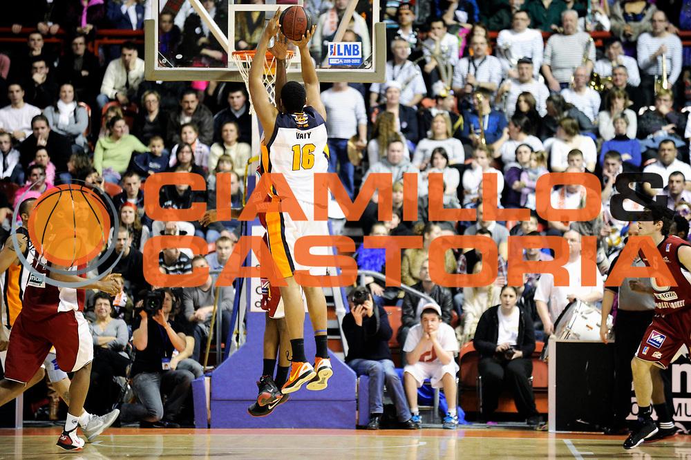 DESCRIZIONE : Championnat de France Pro A  a Gravelines Match de carnaval<br /> GIOCATORE : Vaty Ludovic<br /> SQUADRA : Gravelines<br /> EVENTO : Pro A <br /> GARA : Gravelines Cholet<br /> DATA : 25/02/2012<br /> CATEGORIA : Basketball France Homme<br /> SPORT : Basketball<br /> AUTORE : JF Molliere<br /> Galleria : France Basket 2011-2012 Action<br /> Fotonotizia : Championnat de France Basket Pro A Match de Carnaval<br /> Predefinita :