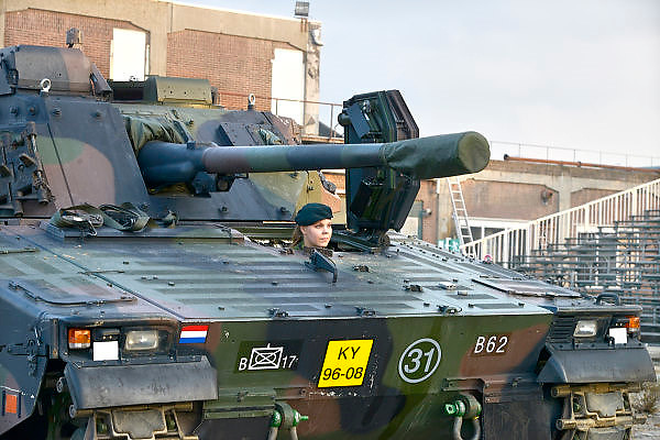 Nederland, Nijmegen, 21-9-2014De CV90, cv 90, sinds 2008 het nieuwe infanteriegevechtsvoertuig van de landmacht. Wordt nu verkocht aan Letland vanwege bezuinigingen bij het leger. Het komt uit Zweden.FOTO: FLIP FRANSSEN/ HOLLANDSE HOOGTE