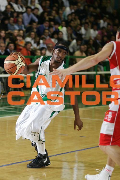 DESCRIZIONE : Avellino Lega A1 2007-08 Air Avellino Armani Jeans Milano <br /> GIOCATORE : Marques Green<br /> SQUADRA : Air Avellino<br /> EVENTO : Campionato Lega A1 2007-2008 <br /> GARA : Air Avellino Armani Jeans Milano<br /> DATA : 20/04/2008<br /> CATEGORIA : Palleggio<br /> SPORT : Pallacanestro <br /> AUTORE : Agenzia Ciamillo-Castoria/A.De Lise