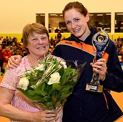 30-12-2015 NED: Uitreiking Ingrid Visser en Volleybalkrant Award 2015, Almelo<br /> Volleybalkrant organiseert voor de derde keer de beste volleyballer, volleybalster, coach en talent van het jaar. De Ingrid Visser award 2015 is voor Lonneke Sloetjes als beste volleybalster. De award werd uitgereikt door Patsy Visser, moeder van Ingrid