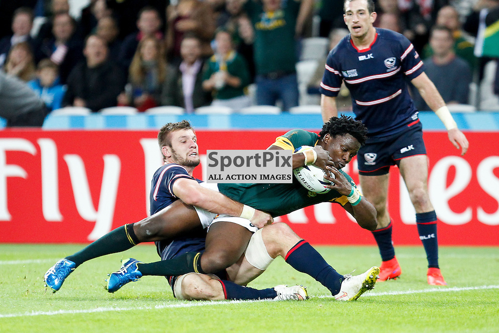 LONDON, ENGLAND - OCTOBER 7: Lwazi Mvovo of South Africa scores during the 2015 Rugby World Cup Pool B match between South Africa and USA at The Stadium, Queen Elizabeth Olympic Park on October 7, 2015 in London, England. (Credit: SAM TODD | SportPix.org.uk)