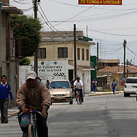 Toluca, Méx.- Habitantes de San Andrés Cuextontitlán  cansados de la delincuencia en esta zona  colocaron diversas mandas en donde se advierte  a los delincuentes que de ser sorprendidos robando, graffiteando o dañando algún vehículo, vivienda o negocio será linchado por los pobladores.  Agencia MVT / Crisanta Espinosa