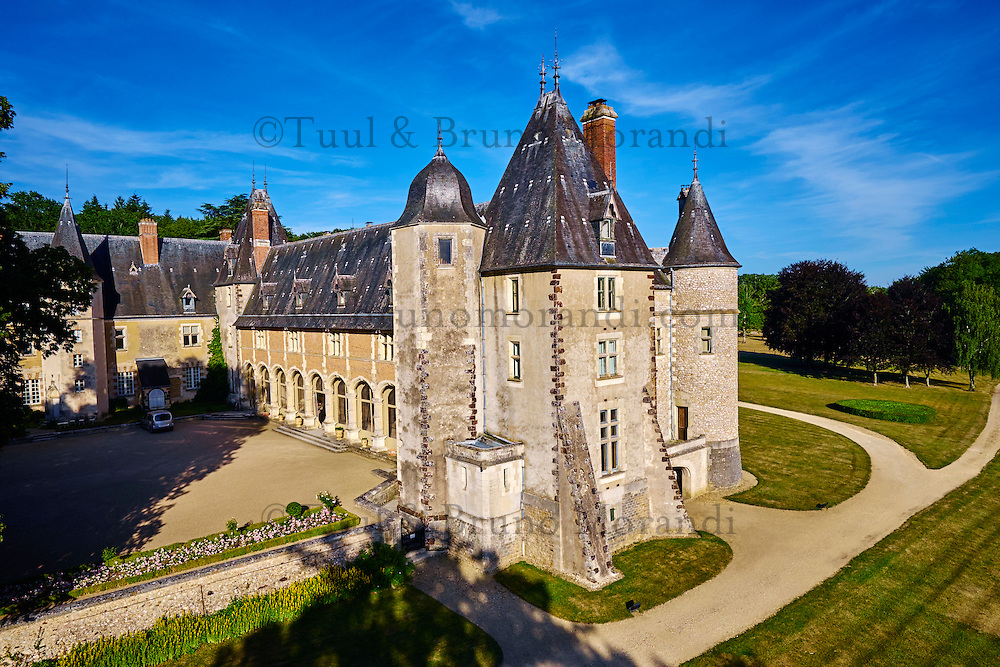 France, Cher (18), Berry, château de la Verrerie, vue aérienne, route Jacques Coeur // France, Cher (18), Berry, the Jacques Coeur road, chateau de la Verrerie castle, aerial view