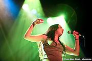 Alecka, au théâtre de la Vieille Forge de Petite-Vallée durant le 29e Festival en Chanson de Petite-Vallée (Francophonie Express) -  Gaspésie / Petite_Vallée / Canada / 2011-06-25, © Photo Marc Gibert / adecom.ca