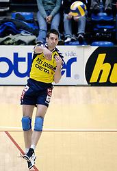 04-03-2006 VOLLEYBAL: FINAL 4 HEREN: PIET ZOOMERS D - ORTEC NESSELANDE: ROTTERDAM<br /> In een mooie halve finale werd Piet Zoomers D met 3-1 verslagen door Ortec Nesselande / Joram Maan<br /> Copyrights 2006 WWW.FOTOHOOGENDOORN.NL