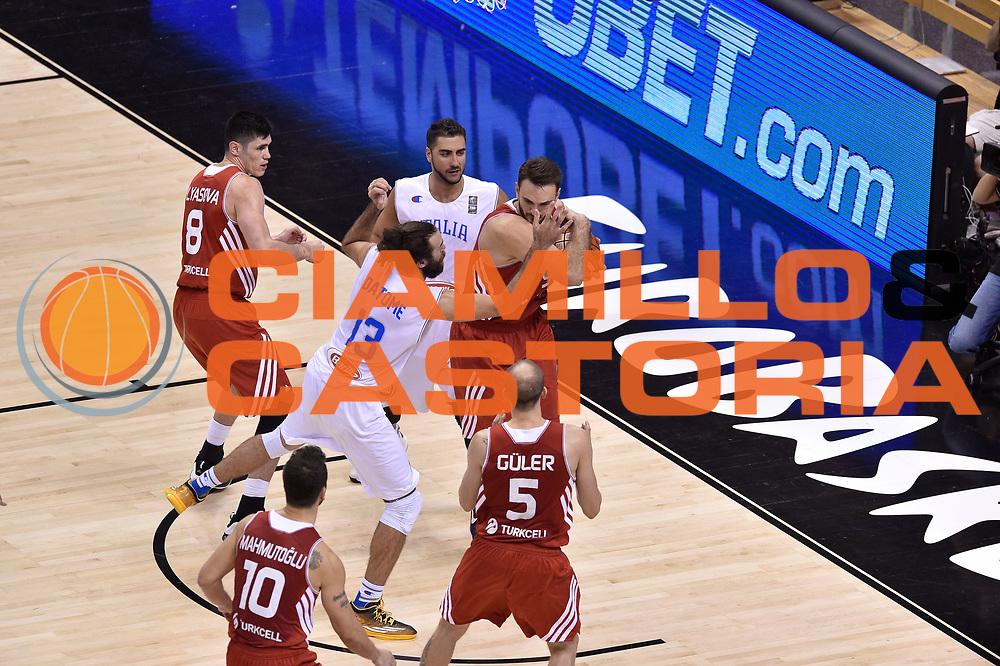 DESCRIZIONE : Berlino Berlin Eurobasket 2015 Group B Turkey Italy<br /> GIOCATORE : Team Turkey<br /> CATEGORIA : palleggio<br /> SQUADRA : Turkey Italy<br /> EVENTO : Eurobasket 2015 Group B <br /> GARA : Turkey Italy<br /> DATA : 05/09/2015 <br /> SPORT : Pallacanestro <br /> AUTORE : Agenzia Ciamillo-Castoria/Giulio Ciamillo <br /> Galleria : Eurobasket 2015 <br /> Fotonotizia : Berlino Berlin Eurobasket 2015 Group B Turkey Italy
